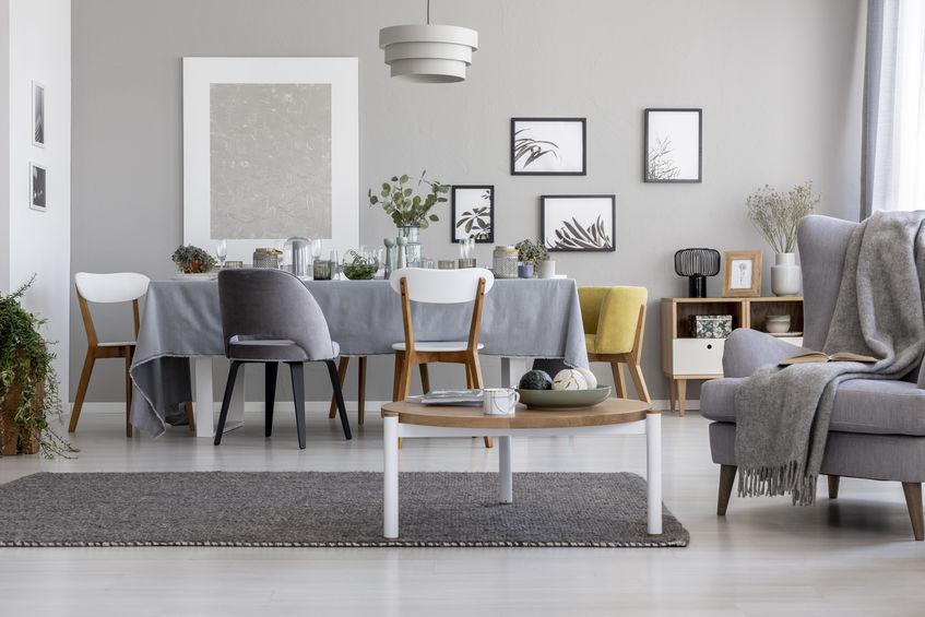 Simply grey: zona giorno di tendenza con un tocco di grigio
