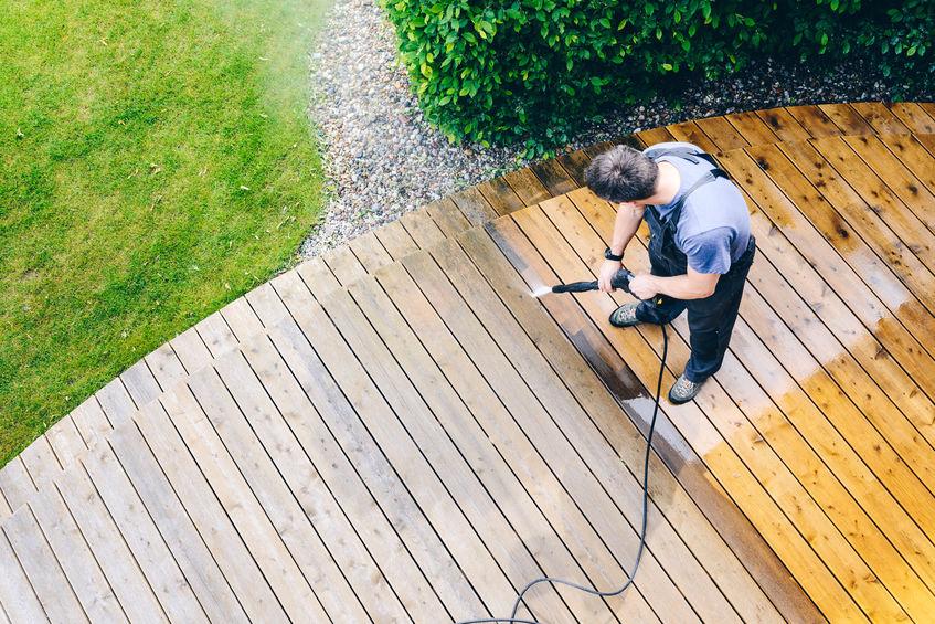 pulizia e manutenzione pavimenti in legno per esterni
