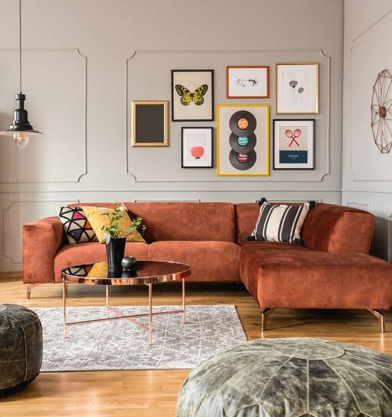 Casa trendy: decorare le pareti con una composizione di cornici