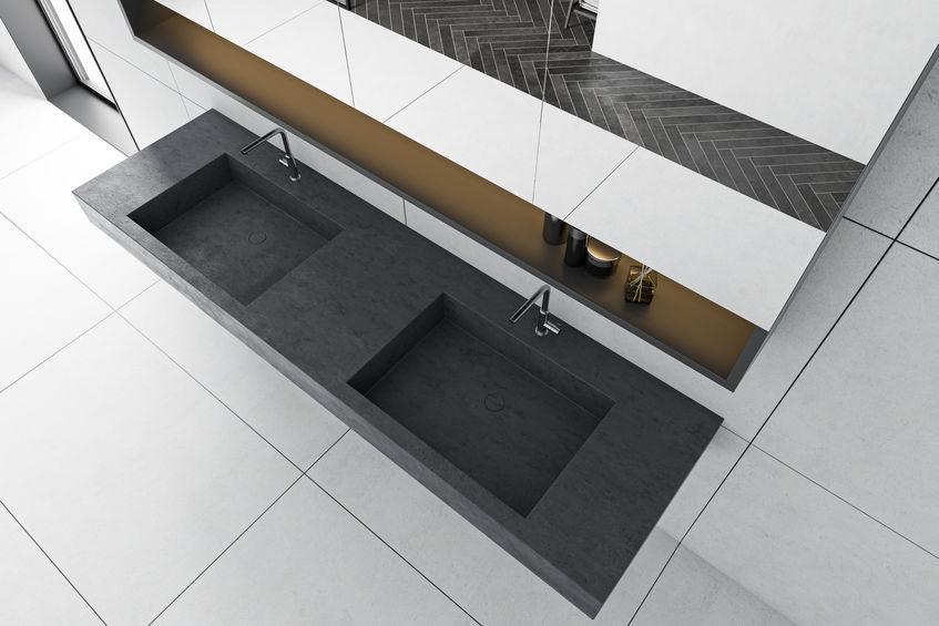Doppio lavabo in bagno: incassato in un unico top