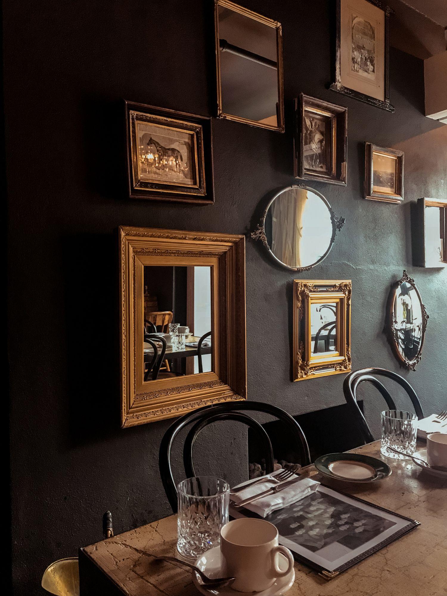 Tendenza casa: sedie thonet in nero nella sala da pranzo