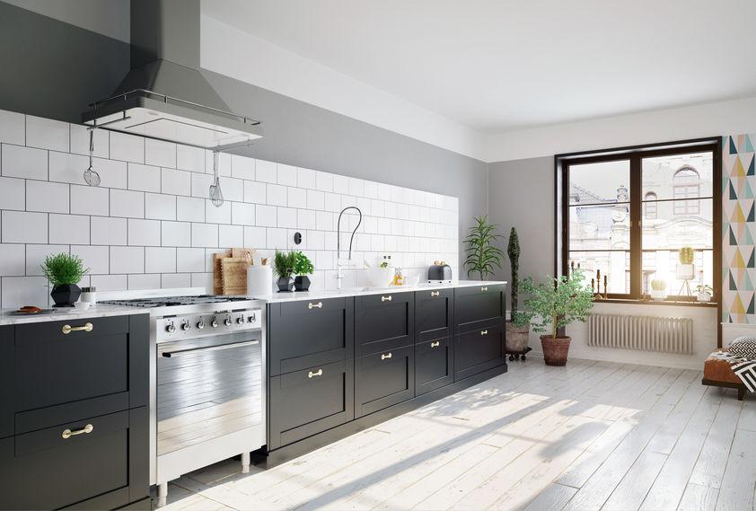 Parquet bianco luminoso in cucina
