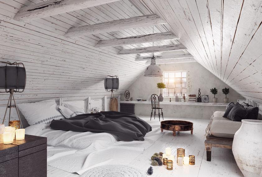 Zona notte accogliente: parquet bianco in camera matrimoniale