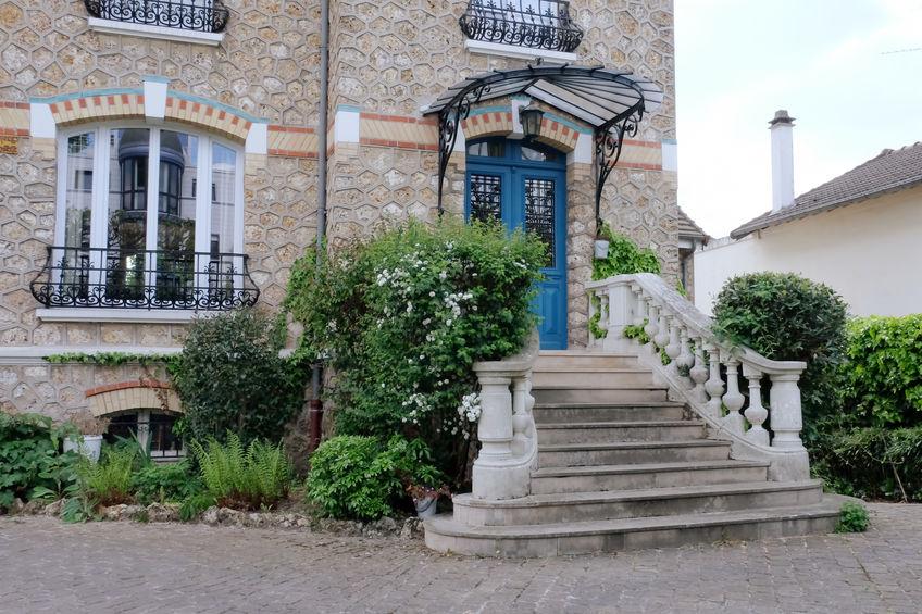Bianco e blu: mix di colori per la facciata di casa