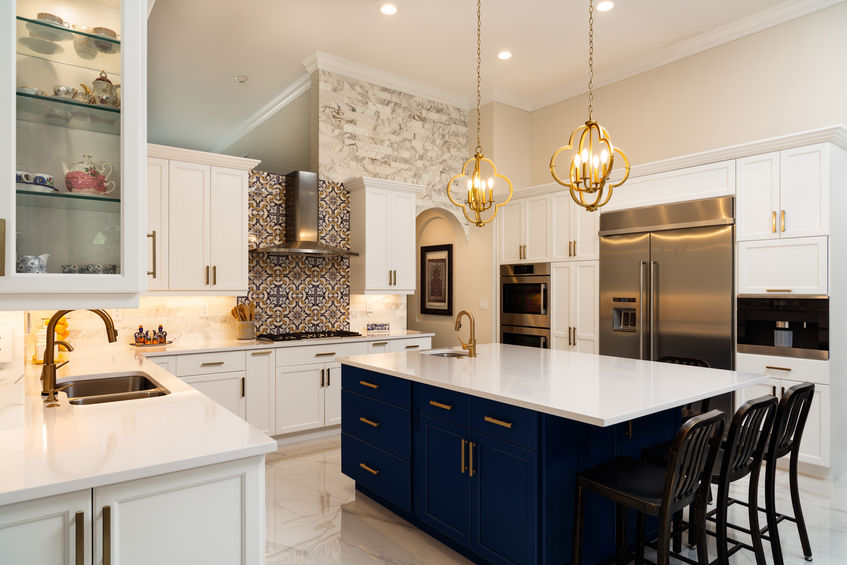 Arredare la cucina in bianco e blu