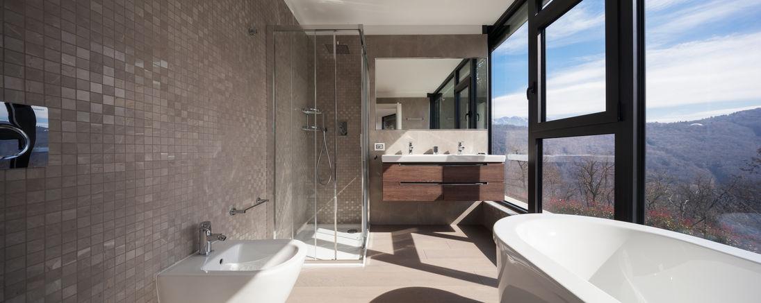 Rivestire il bagno con le piastrelle: soluzioni e idee