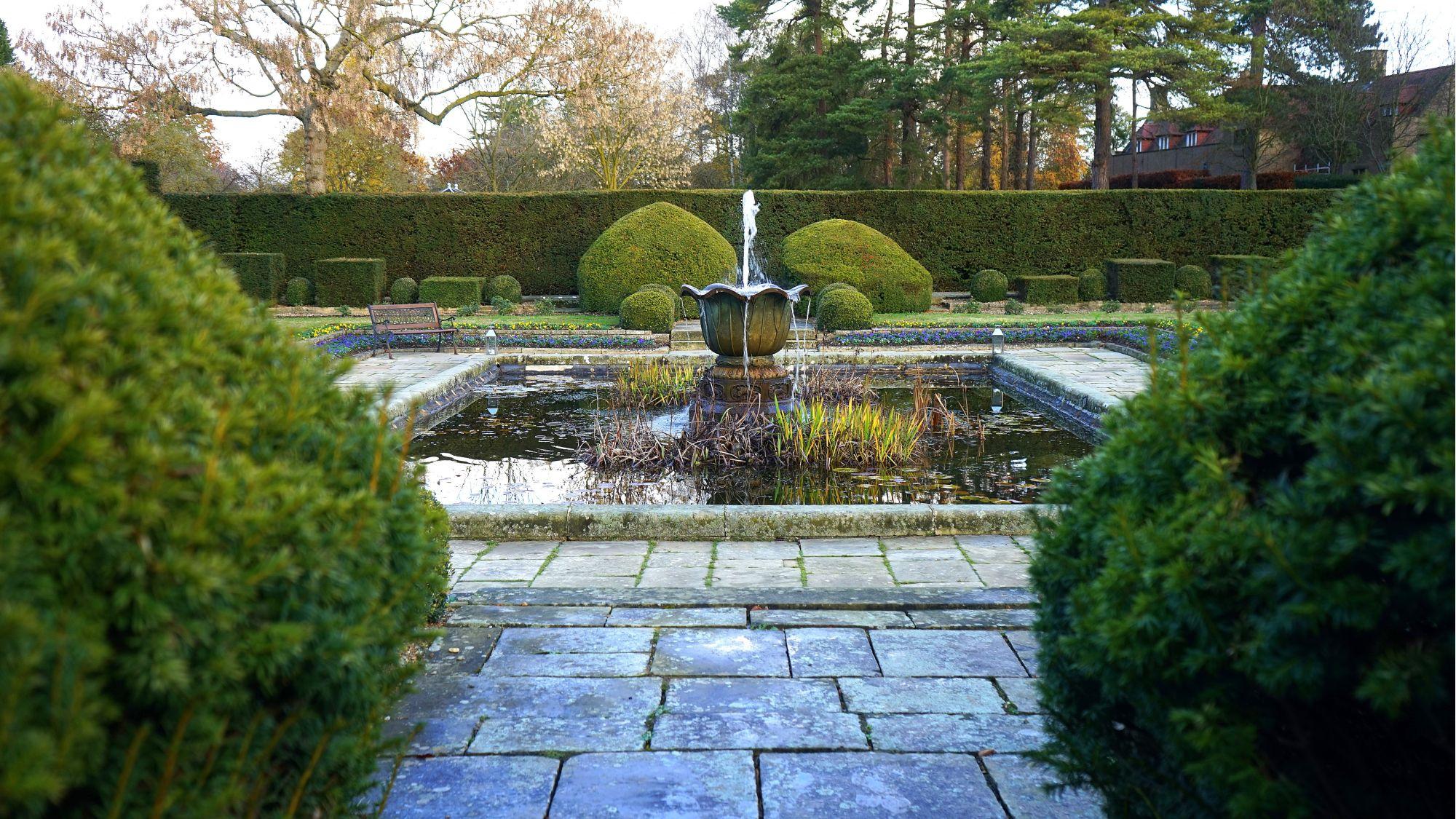 ampia fontana per giardino