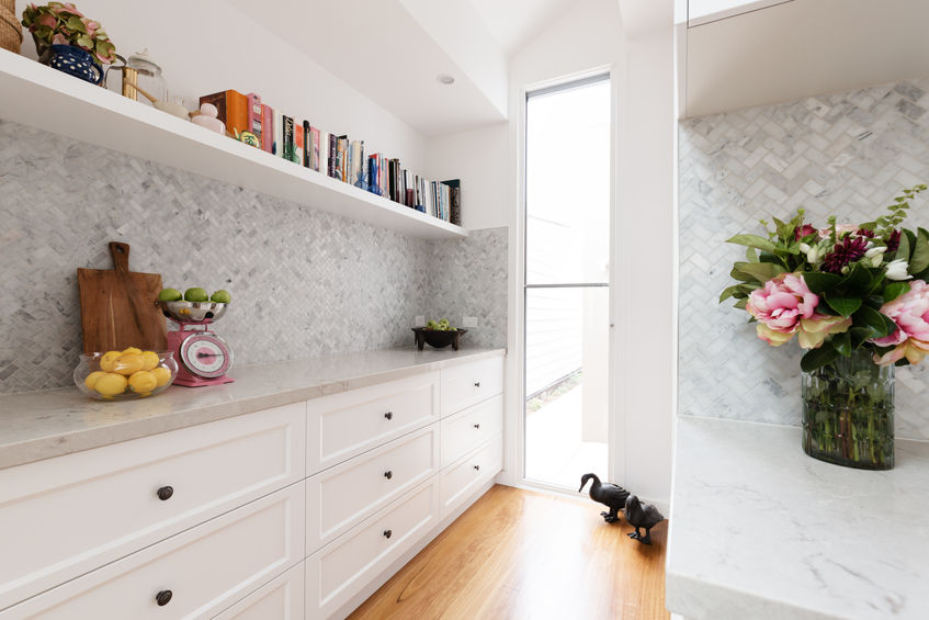 Piastrelle in cucina: paraschizzi trendy in chevron style