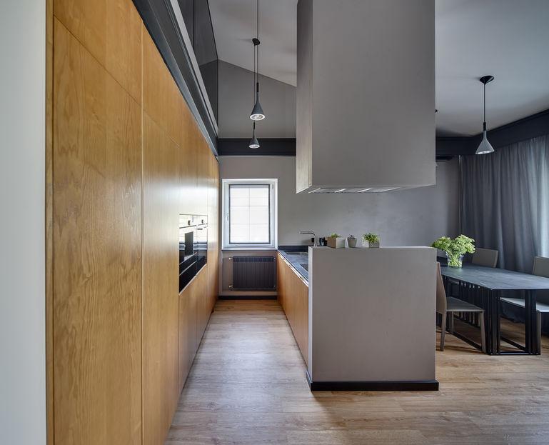 Come dividere il soggiorno dalla cucina: cappa a soffitto e muretto