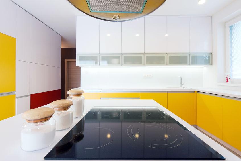 Come dividere il soggiorno dalla cucina con mobili attrezzati