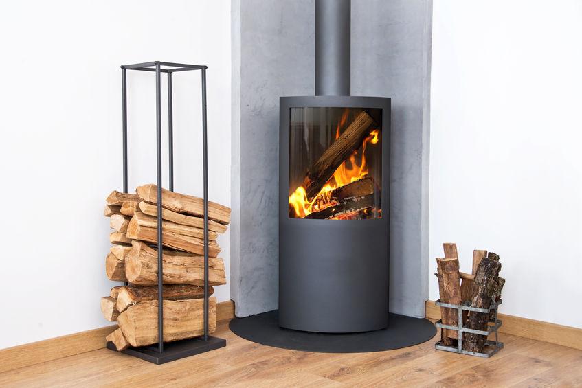Stufa a legna in casa: considera i costi