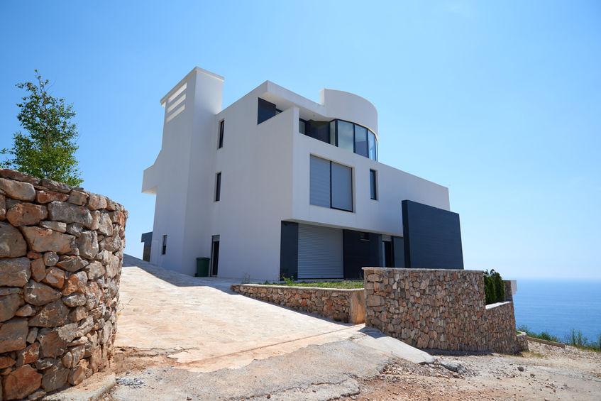 Idee per la perfetta porta d'ingresso di una villa moderna