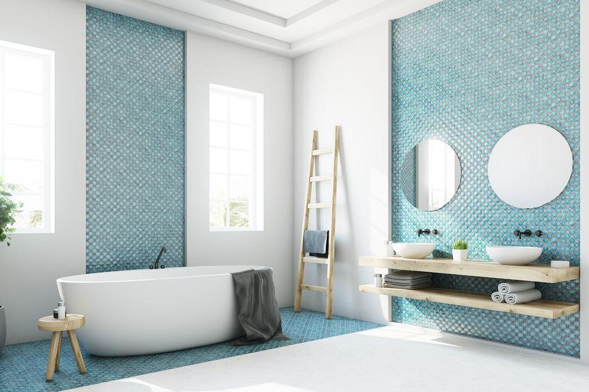 Rubinetti a parete in bagno: seleziona la tipologia di materiale
