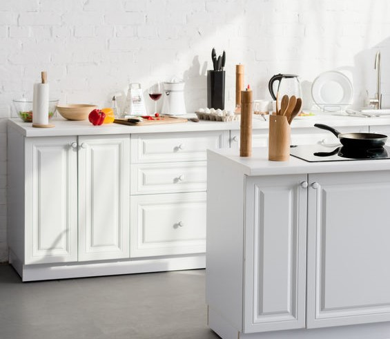 Cucina eclettica: disposizione contemporanea e arredi classici