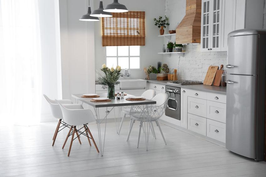 Cucina eclettica: sedute di design