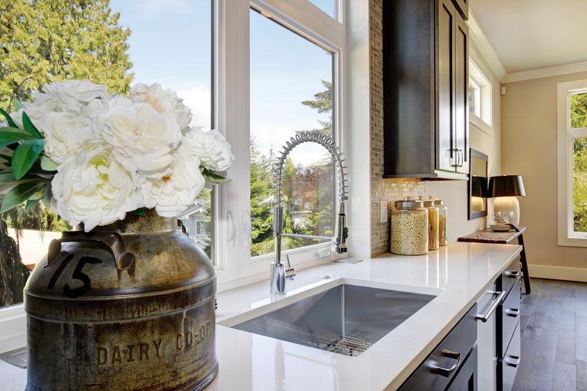 Lavello sotto finestra: idee progettuali in cucina