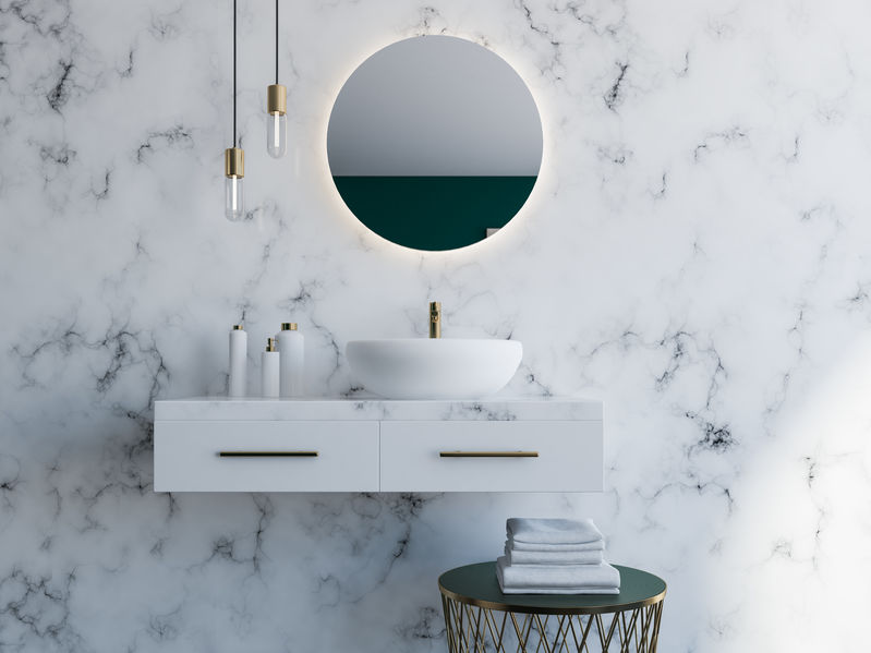 Specchio in bagno: illuminazione combinata