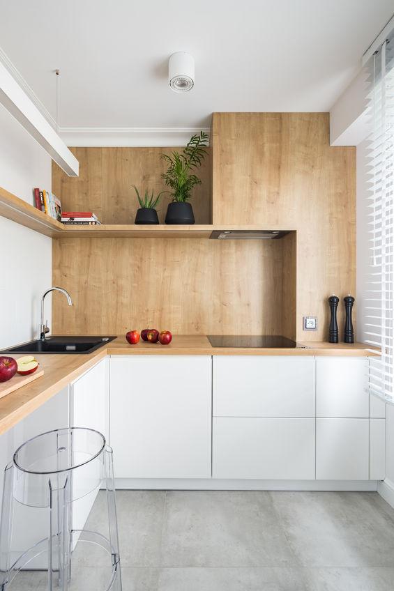Cucina in Fenix in bianco e legno