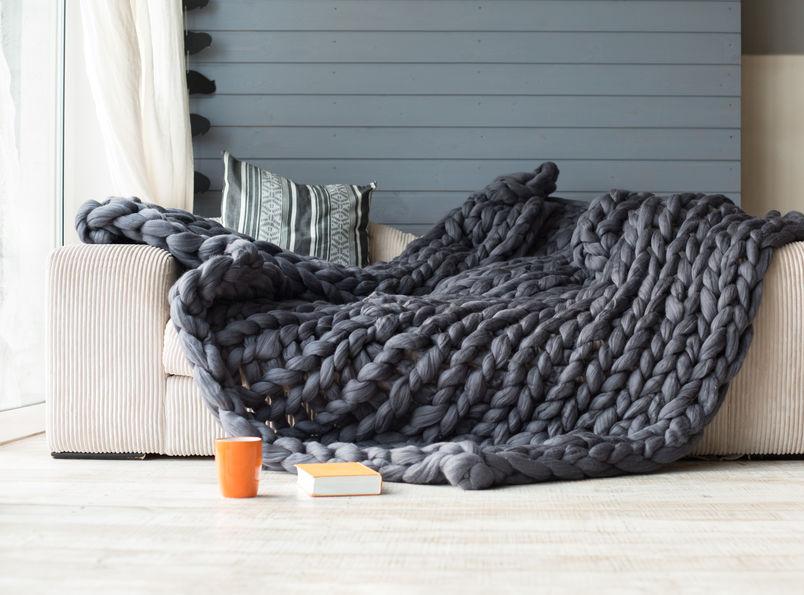 Chunky wool: morbidi plaid in lana per il soggiorno