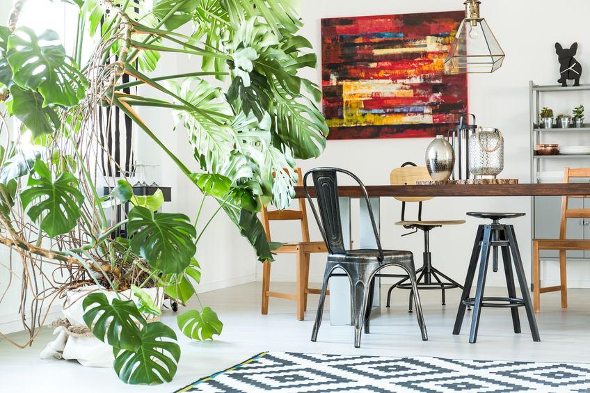 Quadri in casa: astratti in sala da pranzo