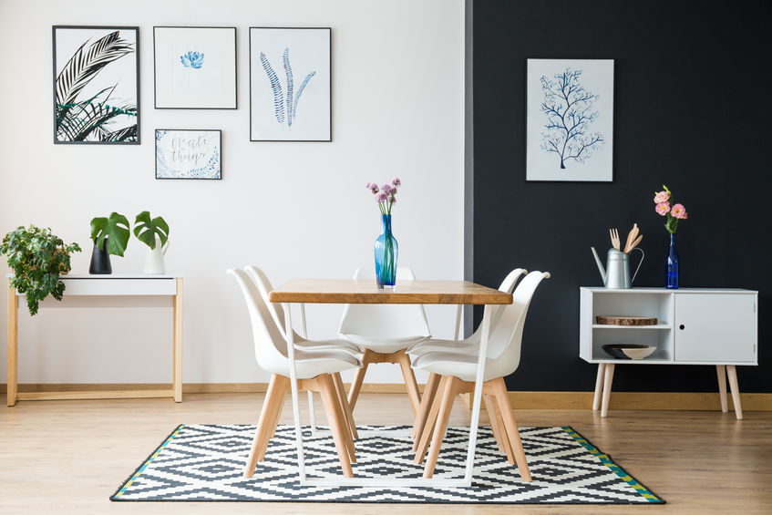 Tappeto in sala da pranzo: lineare e geometrico