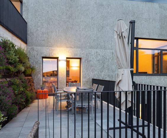 Pavimento per balcone: minimalista in cemento