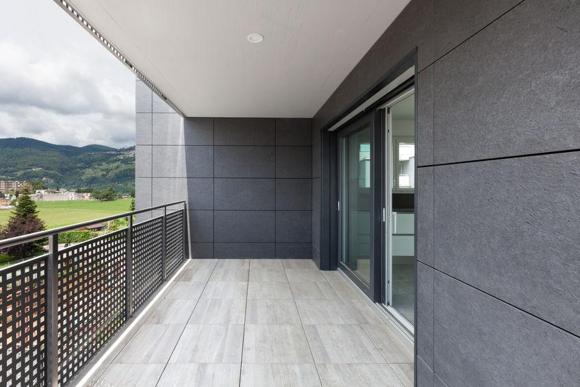 Pavimento per balcone: piastrelle in gres porcellanato