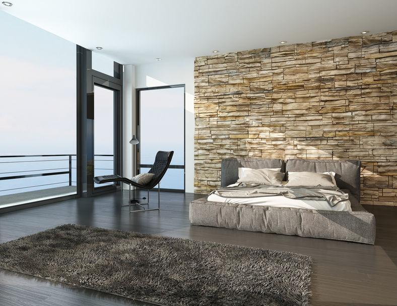 Zona notte: parete in pietra in camera da letto