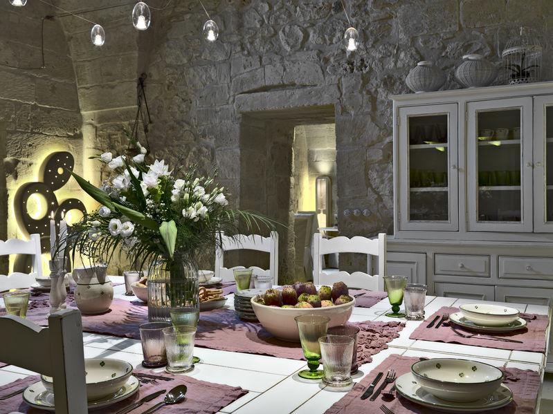 Parete in pietra: un rivestimento unico in casa