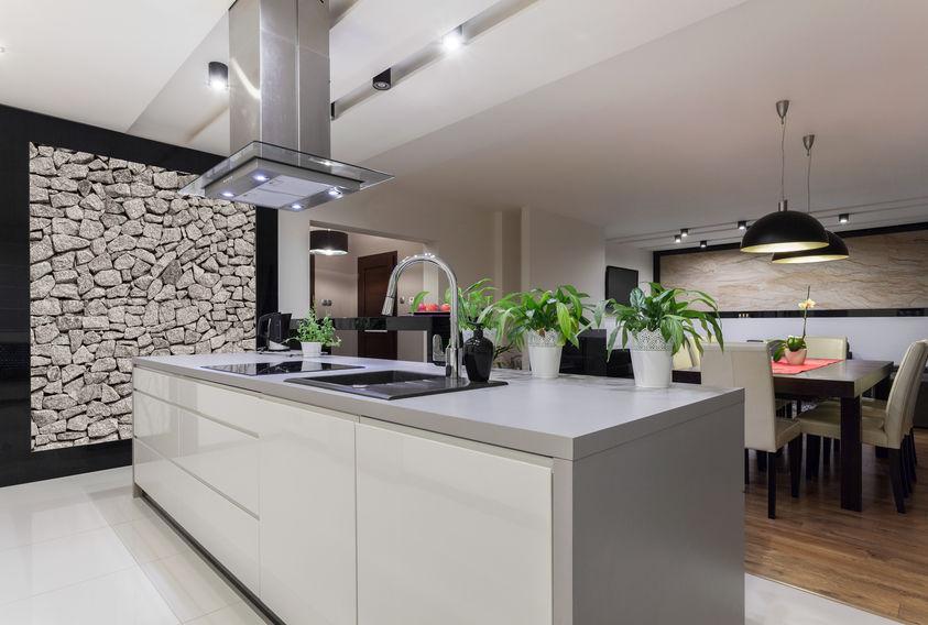 Parete in pietra: un dettaglio in cucina