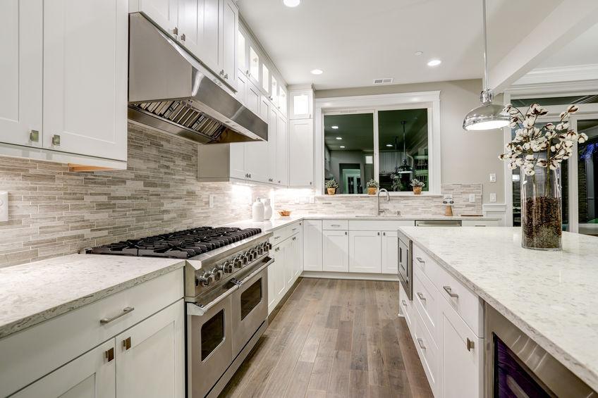 Parete in pietra: paraschizzi in cucina