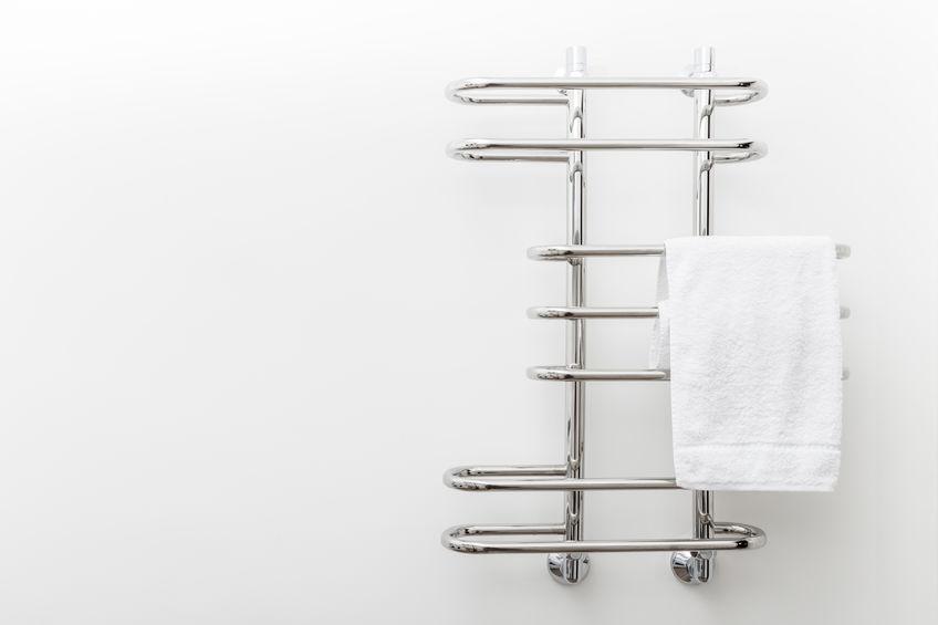 Termoarredo in bagno: curvilineo e contemporaneo