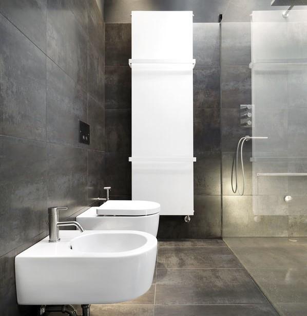 Termoarredo in bagno: piastra moderna porta salviette