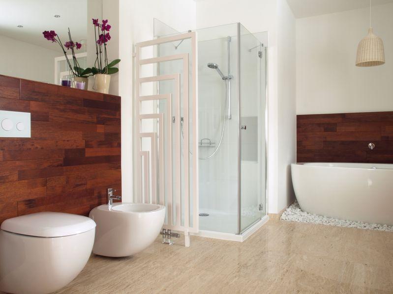Termoarredo in bagno: geometrico come divisorio