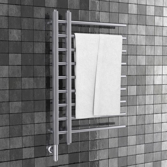 Termoarredo in bagno: minimal design