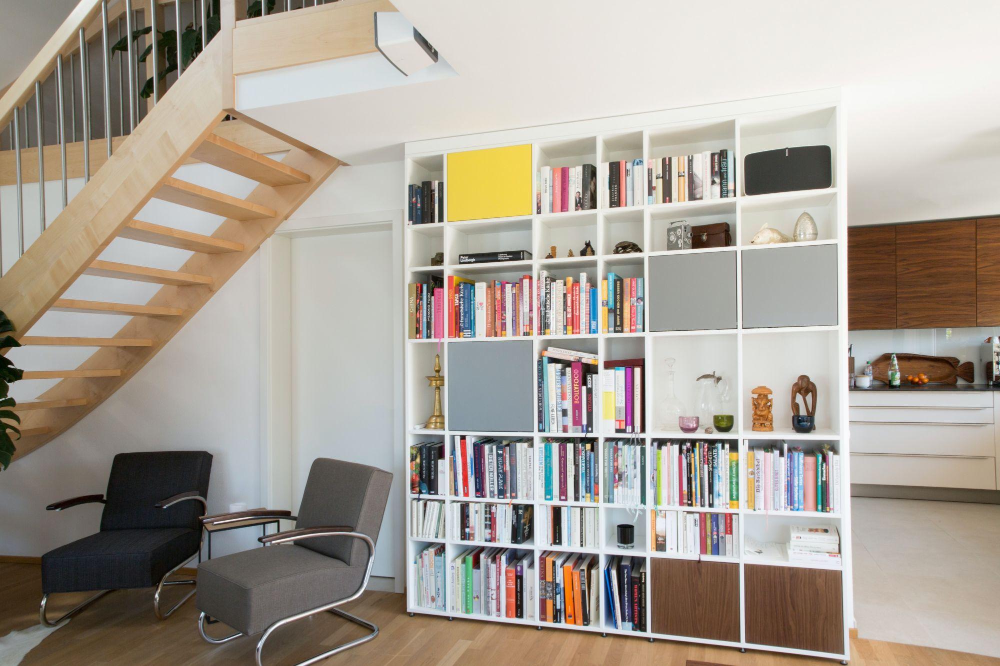 Libreria a tutt'altezza: un utile divisorio contemporaneo