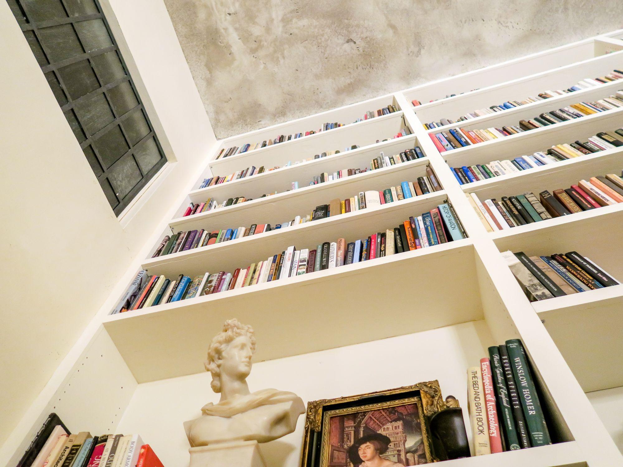 Libreria in casa: 8 tipologie a tutt'altezza