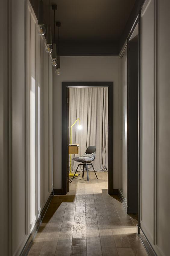Corridoio lungo e stretto in casa: idee per valorizzarlo