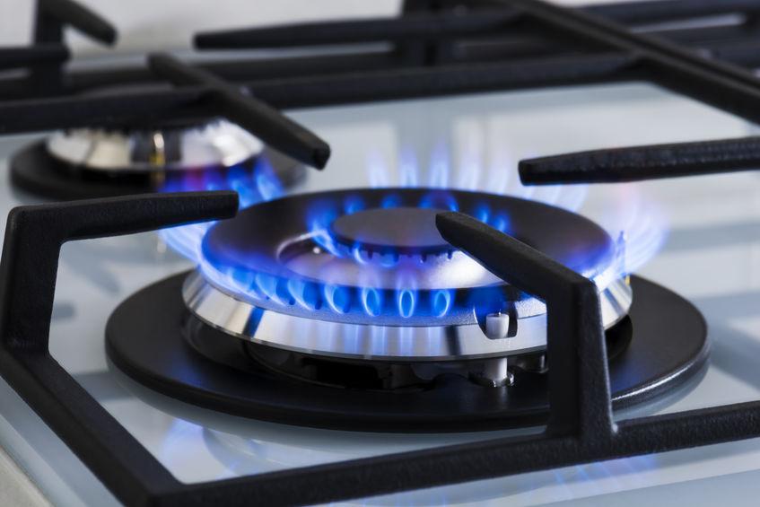 Piano cottura a gas in cucina: bruciatore tecnologico wok