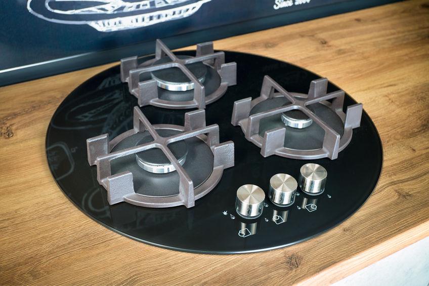 Piano cottura a gas in cucina: forme per griglie all'avanguardia