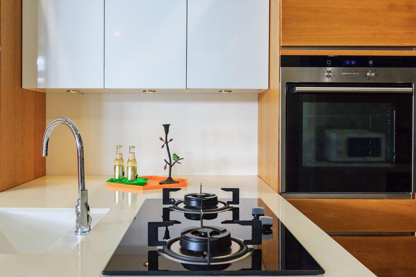 Piano cottura a gas in cucina: efficienza e praticità