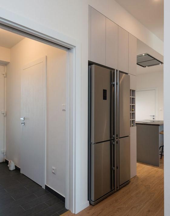 Frigorifero: nel corridoio ad angolo con la cucina