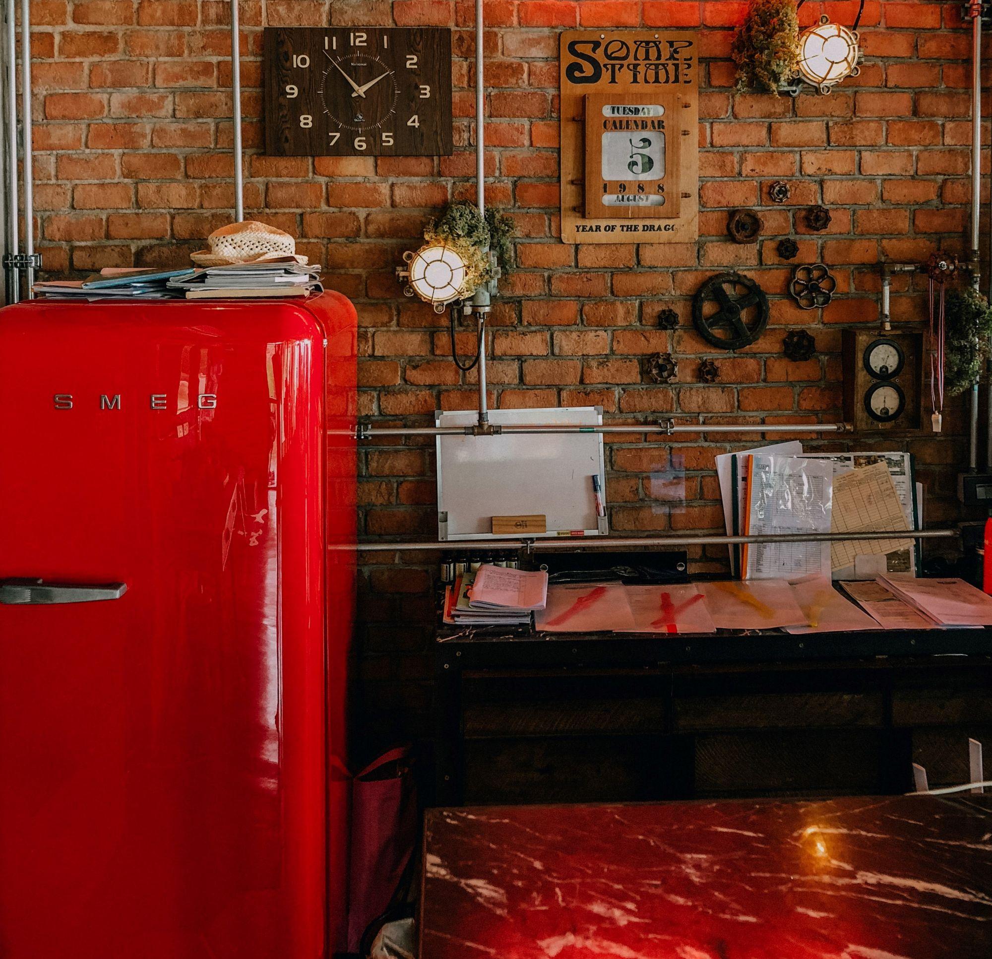 Frigorifero vintage nello studio