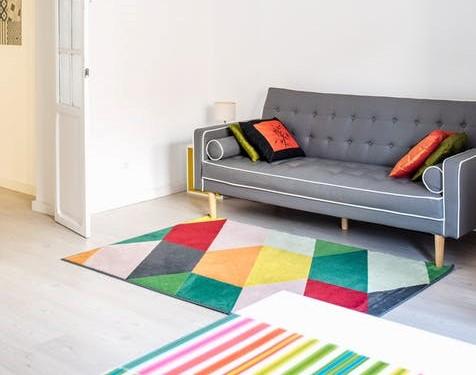 Layer look: tappeti sovrapposti multi colore