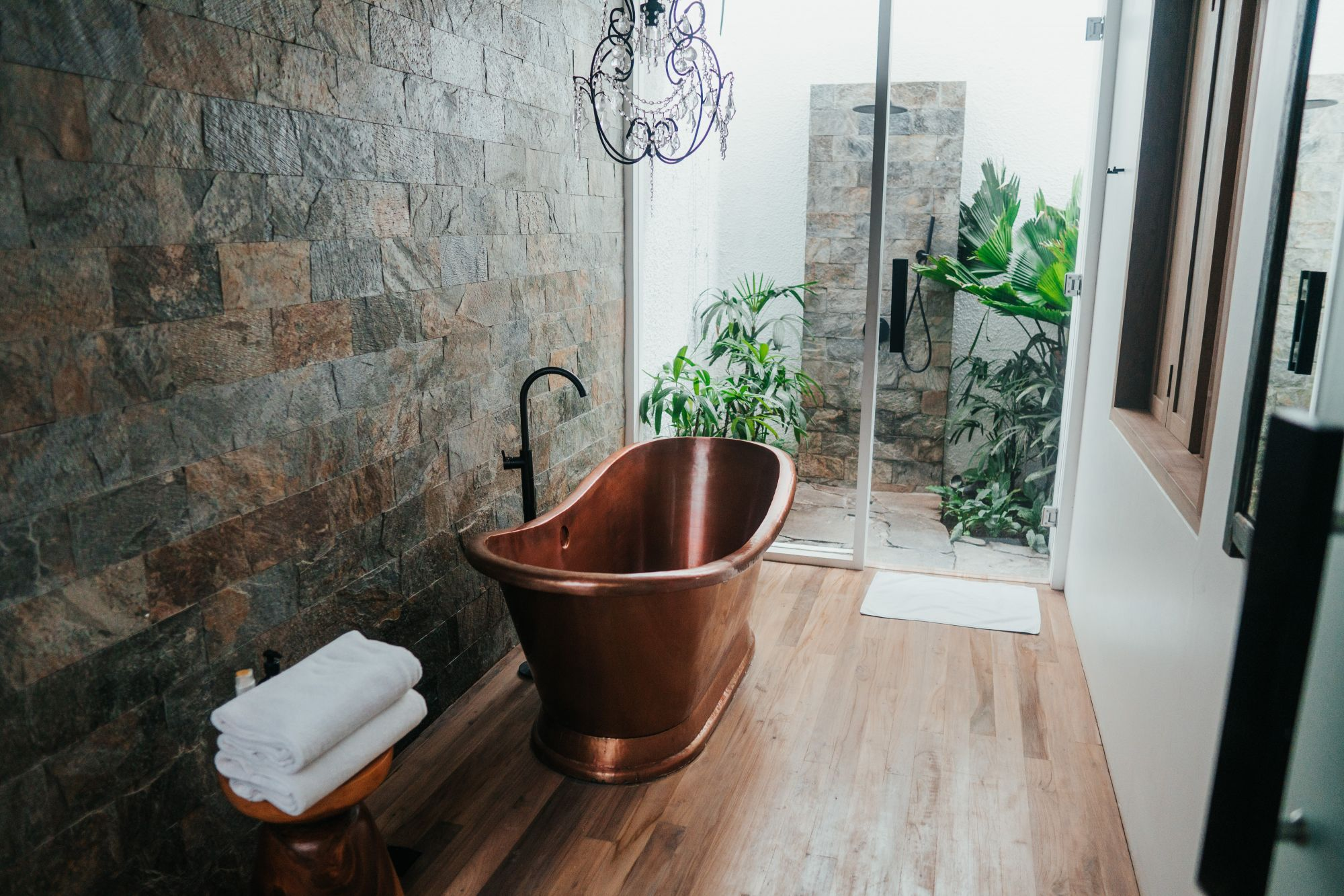 Bagno di design con vasca unica protagonista