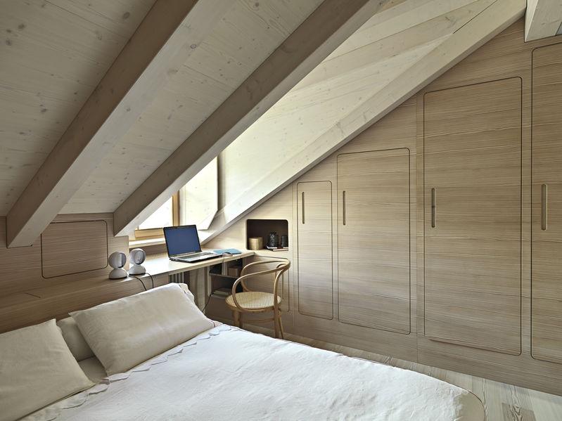 Casa chalet: camera da letto accogliente in mansarda