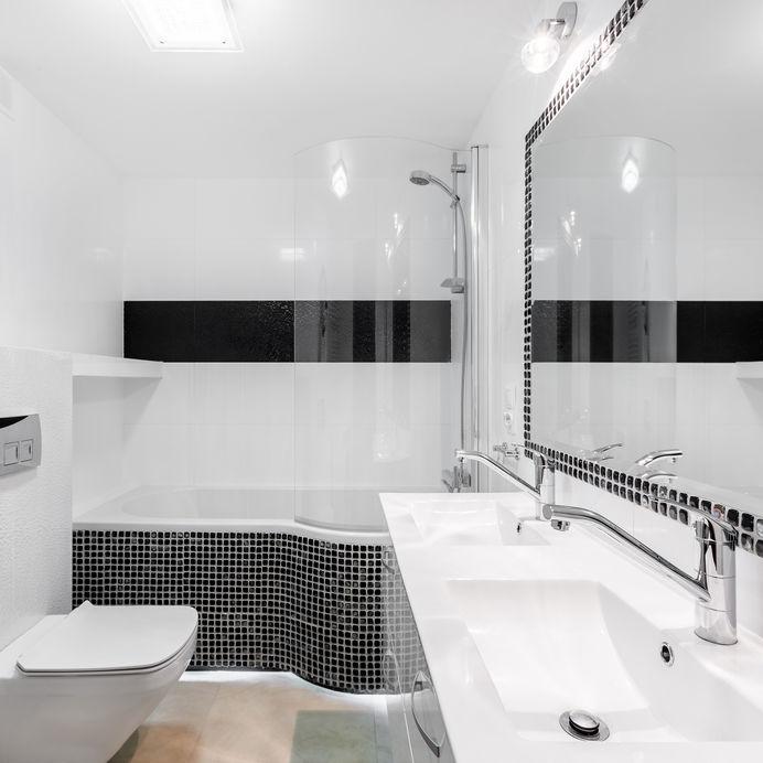 Come utilizzare le piastrelle quadrate a mosaico in bagno