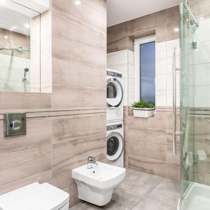 I contro di una asciugatrice in bagno