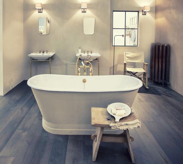 pavimento effetto legno in bagno