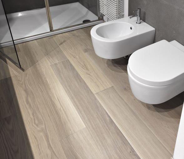 materiali effetto legno per bagno